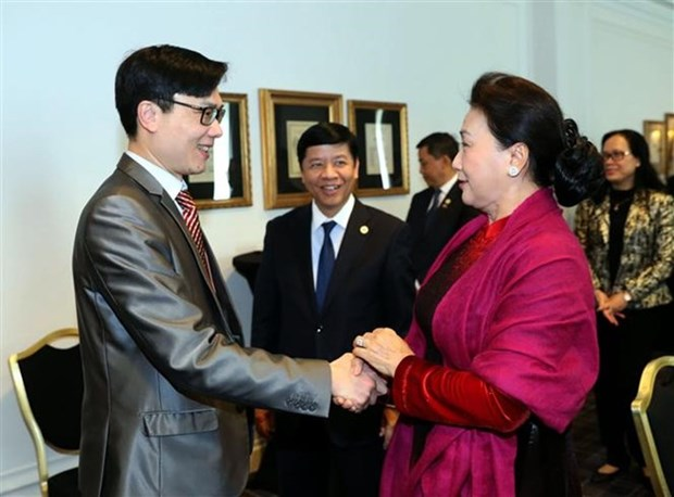 La presidente de l'AN rencontre les organisateurs du Vietnam Global Leaders Forum hinh anh 1