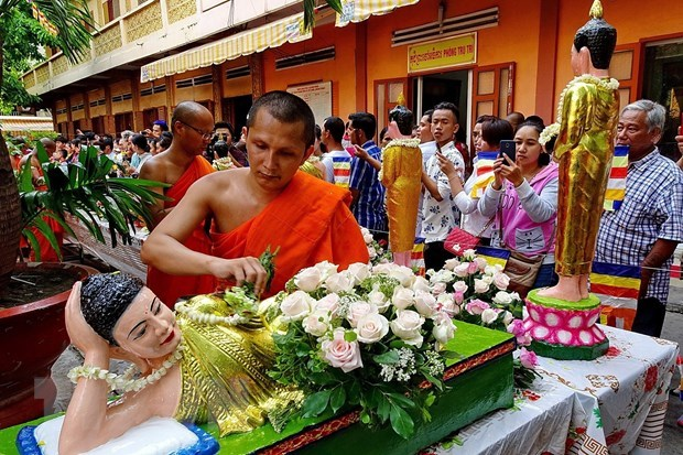 Le PM Nguyen Xuan Phuc souhaite une bonne fete de Chol Chnam Thmay aux Khmers hinh anh 1