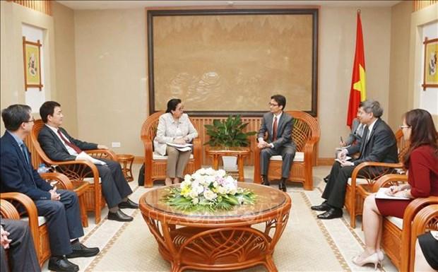 Le vice-PM Vu Duc Dam recoit la directrice generale adjointe de l'AIEA hinh anh 1