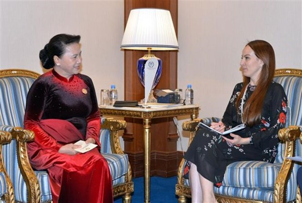La presidente de l'AN rencontre la dirigeante de l'UIP a Doha hinh anh 1