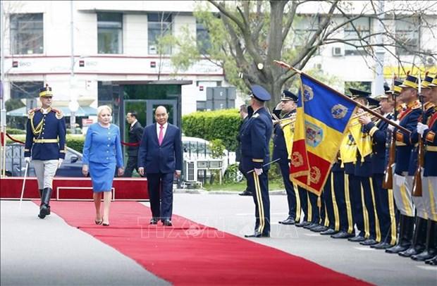 Ceremonie d'accueil officielle du PM Nguyen Xuan Phuc en Roumanie hinh anh 1