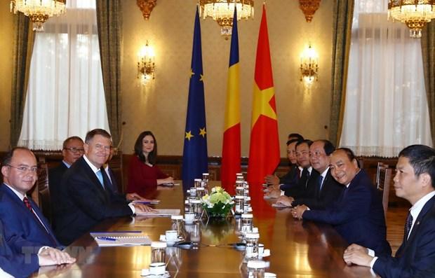 Le PM Nguyen Xuan Phuc rencontre des dirigeants roumains hinh anh 1