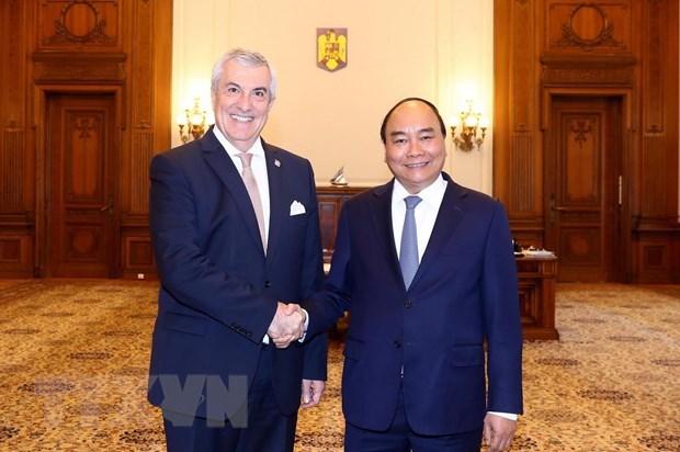 Le PM Nguyen Xuan Phuc rencontre des dirigeants roumains hinh anh 2