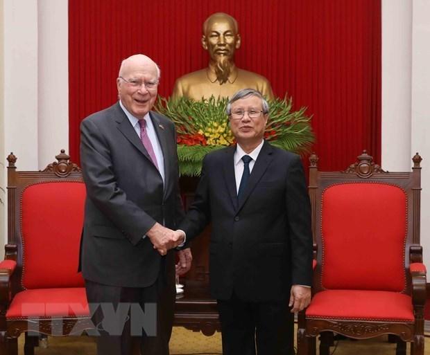 Un dirigeant du Parti se felicite de la visite des senateurs americains hinh anh 1