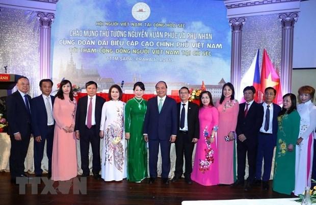 Le PM Nguyen Xuan Phuc salue la communaute vietnamienne en Republique tcheque hinh anh 1