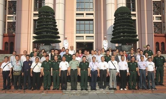 Le general Le Hien Van recoit d'anciens combattants chinois ayant assiste le Vietnam hinh anh 1