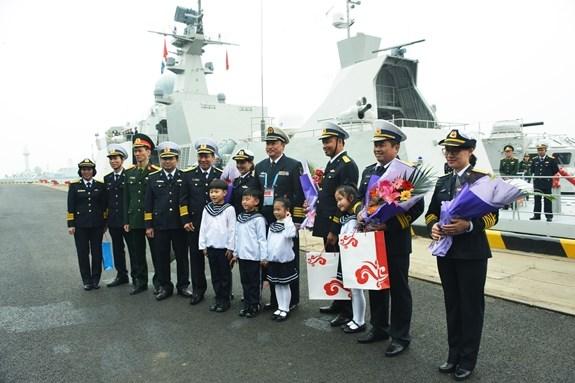 Deux navires de guerre vietnamiens en visite en Chine hinh anh 1