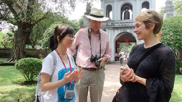 Rencontre avec de jeunes ambassadeurs culturels de Hanoi hinh anh 1
