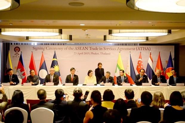 L'ASEAN signe sur le commerce des services et les investissements hinh anh 1