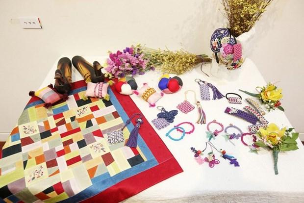 L'artisanat traditionnel etranger contribue au succes du Festival de Hue hinh anh 1
