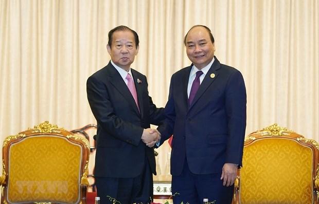 Le PM Nguyen Xuan Phuc rencontre le secretaire general du Parti democrate liberal du Japon hinh anh 1