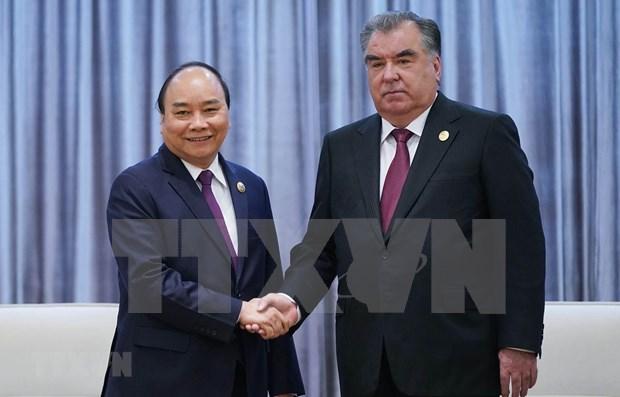 Le Premier ministre vietnamien rencontre le president du Tadjikistan a Pekin hinh anh 1