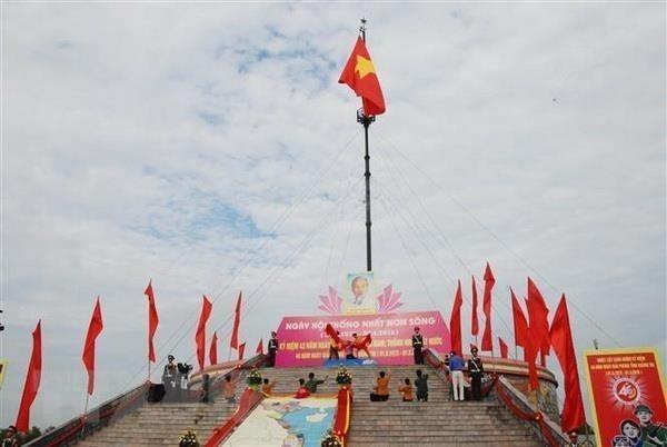 Quang Tri hisse le drapeau de la reunification nationale hinh anh 1