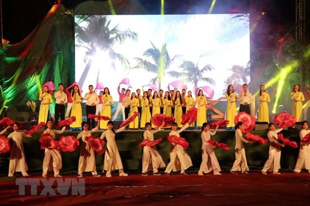 Quang Tri hisse le drapeau de la reunification nationale hinh anh 2