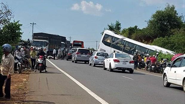 Pres de 60 morts sur les routes en trois jours de conges hinh anh 1