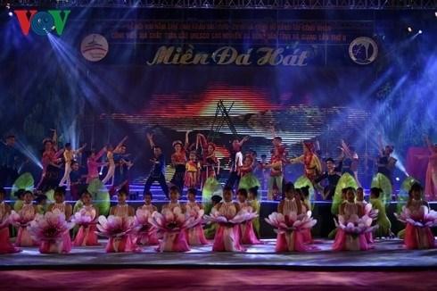 Coup d'envoi de la fete «Le centenaire du marche de l'amour de Khau Vai» hinh anh 1