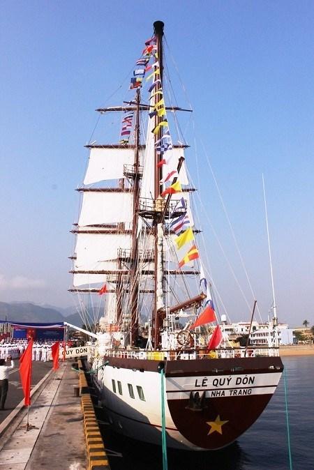 Le voilier Le Quy Don en visite en Indonesie hinh anh 1