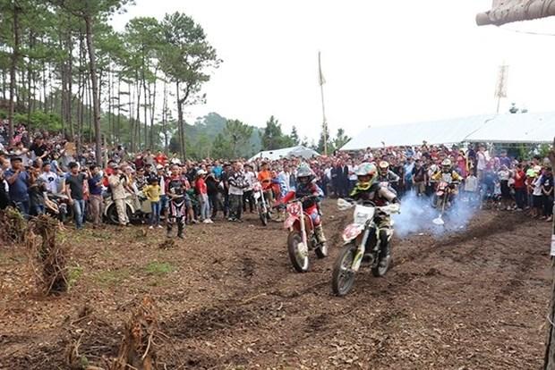 Course de motos tout-terrain a Ha Giang hinh anh 1