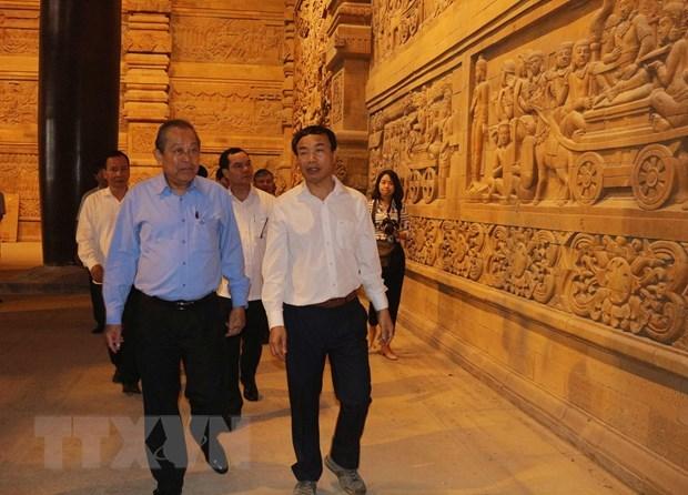 Le vice-PM Truong Hoa Binh inspecte les preparatifs du Vesak 2019 a Ha Nam hinh anh 1