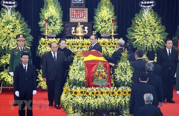 Le PM Nguyen Xuan Phuc salue la memoire du general Le Duc Anh hinh anh 1