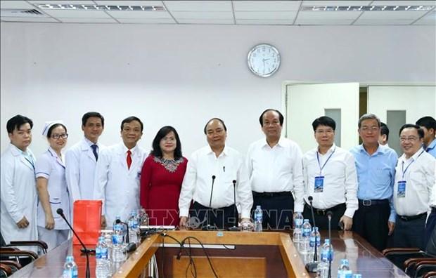 Le Premier ministre se rend a la Polyclinique de Dong Nai hinh anh 1