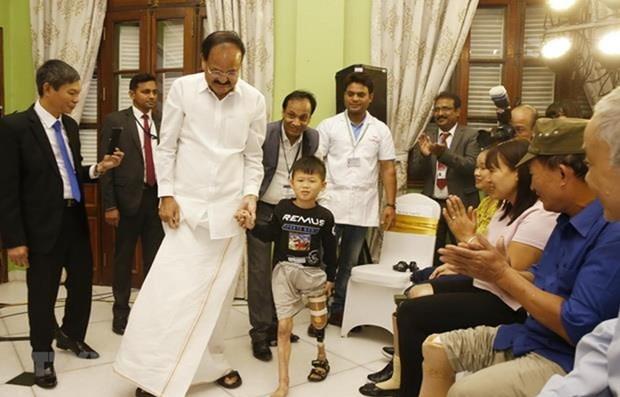 Inauguration de deux camps Jaipur Foot au Vietnam hinh anh 1