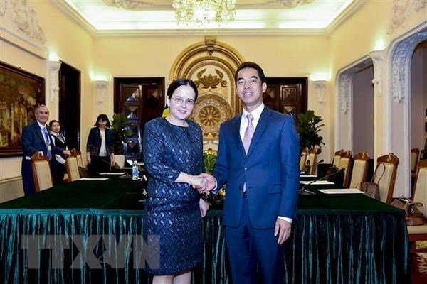 Consultation politique Vietnam-Roumanie a Hanoi hinh anh 1