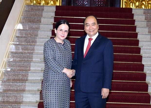 Le PM Nguyen Xuan Phuc recoit la secretaire d'Etat aux AE de Roumanie hinh anh 1