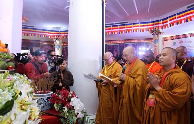 Vesak: des delegues assistent a la ceremonie de priere pour la paix et la prosperite a Fansipan hinh anh 1