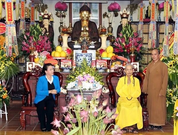 La presidente de l'AN rend visite au Venerable Thich Pho Tue de l'Eglise bouddhique du Vietnam hinh anh 1