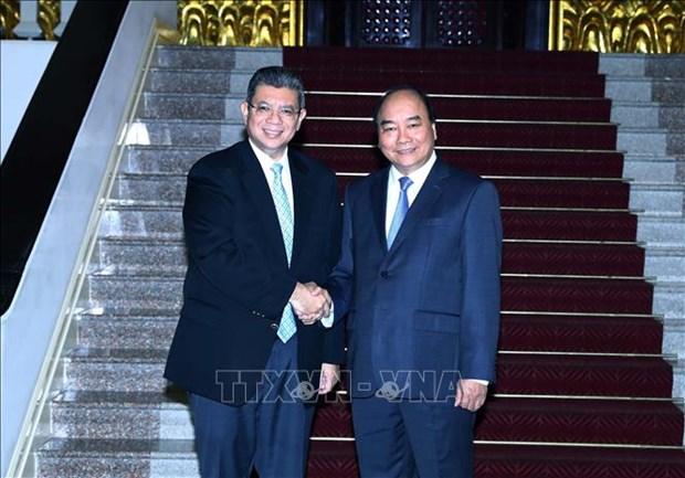 Le PM Nguyen Xuan Phuc recoit le ministre malaisien des AE hinh anh 1