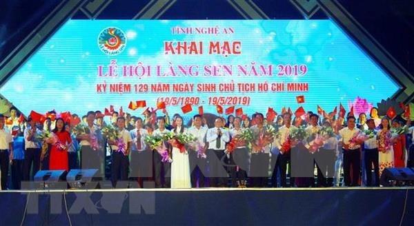 Le Festival du village Sen celebre l'anniversaire de l'Oncle Ho hinh anh 1