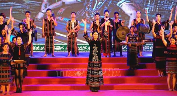 Cloture du Festival des minorites vivant dans les provinces frontalieres Vietnam-Laos hinh anh 1