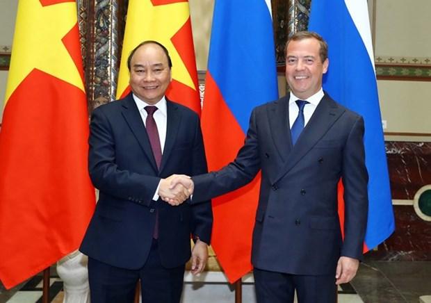 Les PM vietnamien et russe s'entretiennent a Moscou hinh anh 1