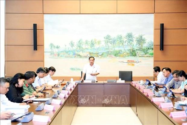 Les deputes continuent leur debat sur de nombreuses questions hinh anh 1