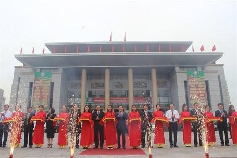 Central Group s'engage a consommer 350 tonnes de litchi de Luc Ngan hinh anh 1