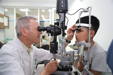 Les jeunes, premieres victimes de la myopie et de la refraction hinh anh 2