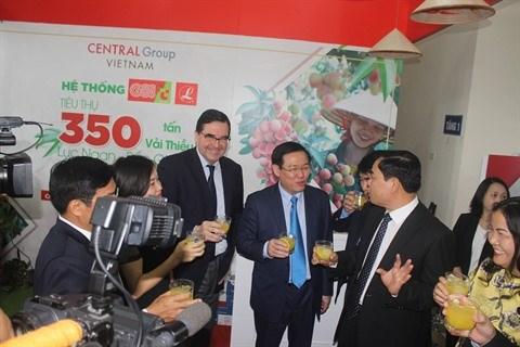 Central Group s'engage a consommer 350 tonnes de litchi de Luc Ngan hinh anh 2