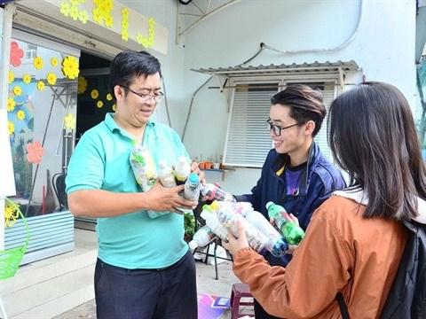 Environnement : Vo Trong Dinh avec un projet pour l'environnement Ecobricks hinh anh 1