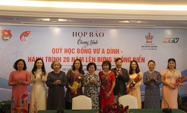 Des entreprises et le Fonds de bourses Vu A Dinh aux cotes des etudiants des minorites ethniques hinh anh 1