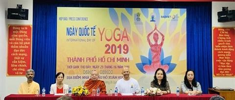 La 5e Journee internationale du yoga au Vietnam hinh anh 1
