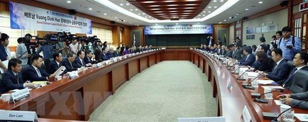 Le vice-PM Vuong Dinh Hue travaille avec des investisseurs sud-coreens hinh anh 1
