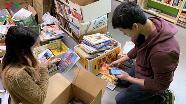 """""""Vietnam Book Drive for Kids"""" stimule le gout de la lecture chez les enfants hinh anh 1"""