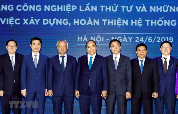 Le PM demande une amelioration du systeme juridique au sein de la 4e revolution industrielle hinh anh 1