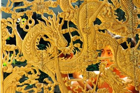 A My Xuyen, les artisans sculptent leur avenir dans le bois hinh anh 1