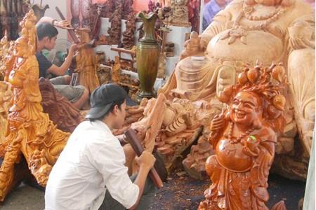 A My Xuyen, les artisans sculptent leur avenir dans le bois hinh anh 2