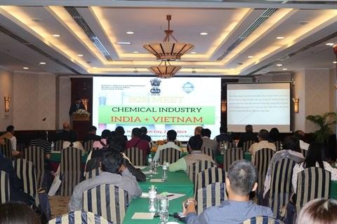 Industrie chimique: 22 entreprises indiennes explorent le Vietnam hinh anh 1