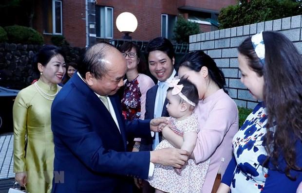 Le Premier ministre rencontre des Vietnamiens au Japon hinh anh 1
