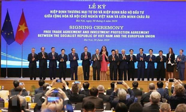 La presse europeenne salue la signature de l'EVFTA Vietnam-UE hinh anh 1