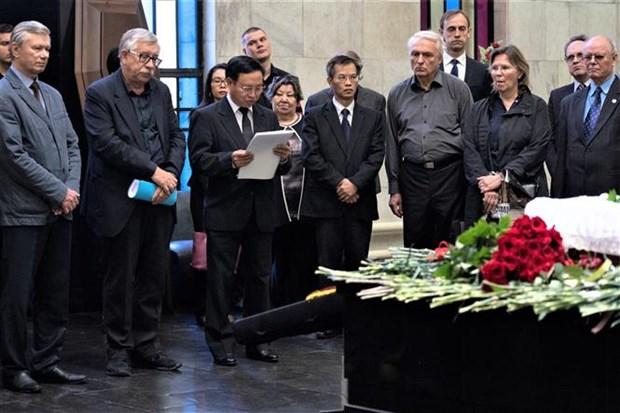 Le Vietnam rend un vibrant hommage a ses deux amis russes hinh anh 1